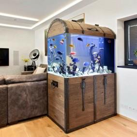 Стильный аквариум в виде старинного сундука