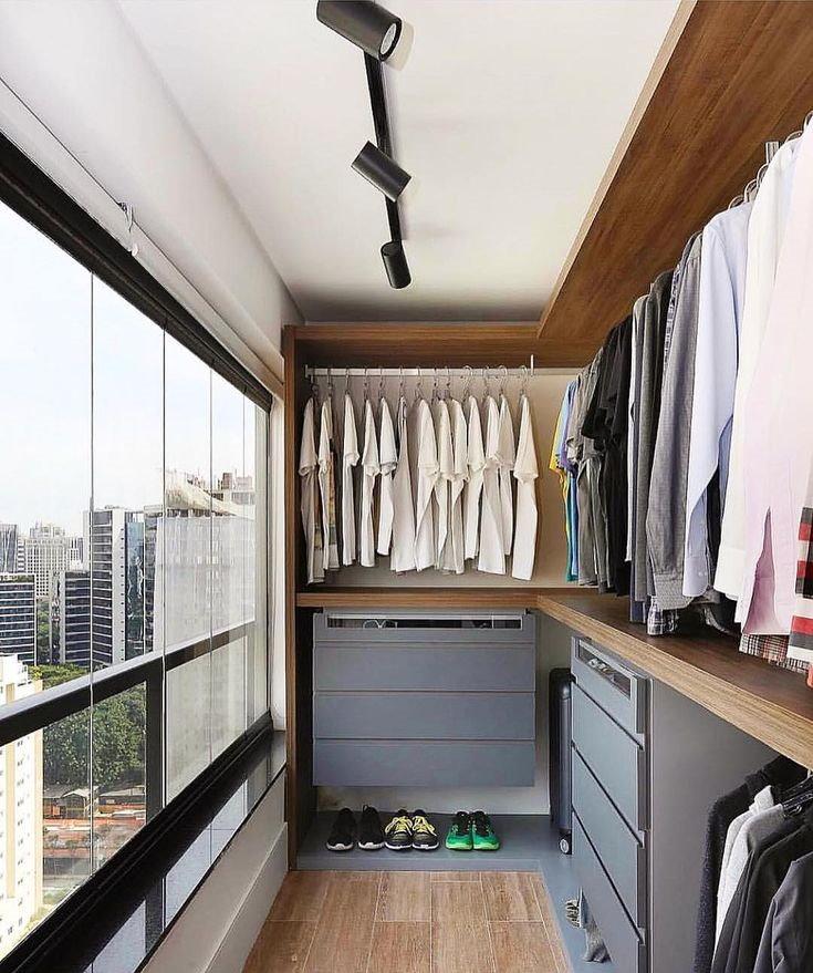 Мужская гардеробная комната на присоединенном балконе