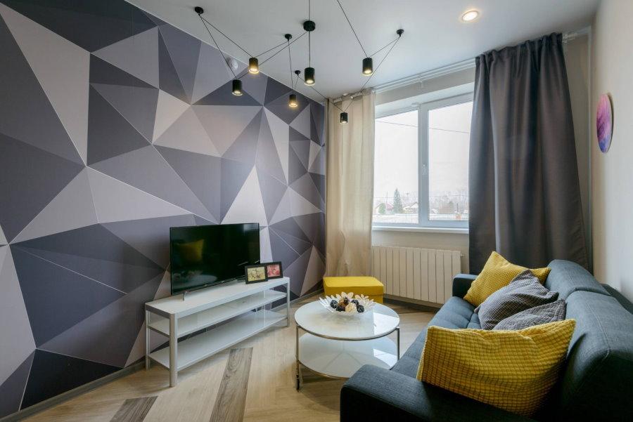 Обои с геометрическим принтом в гостиной без балкона