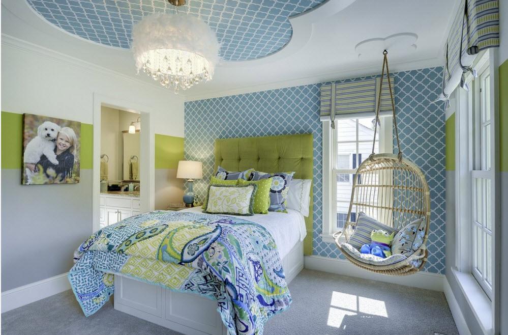 Голубые обои в спальне мальчика-школьника