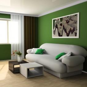 Картина на зеленой стене гостиной