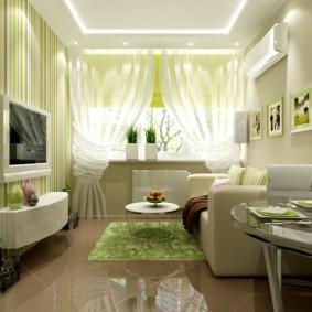 Глянцевый пол в небольшой комнате городской квартиры