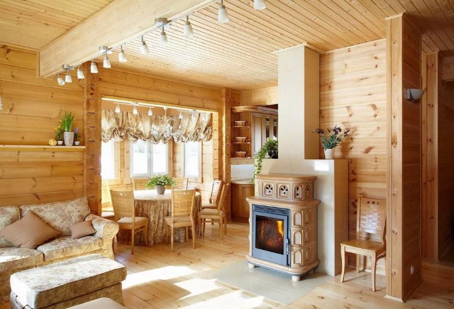Кухня-гостиная в дачном доме из бруса