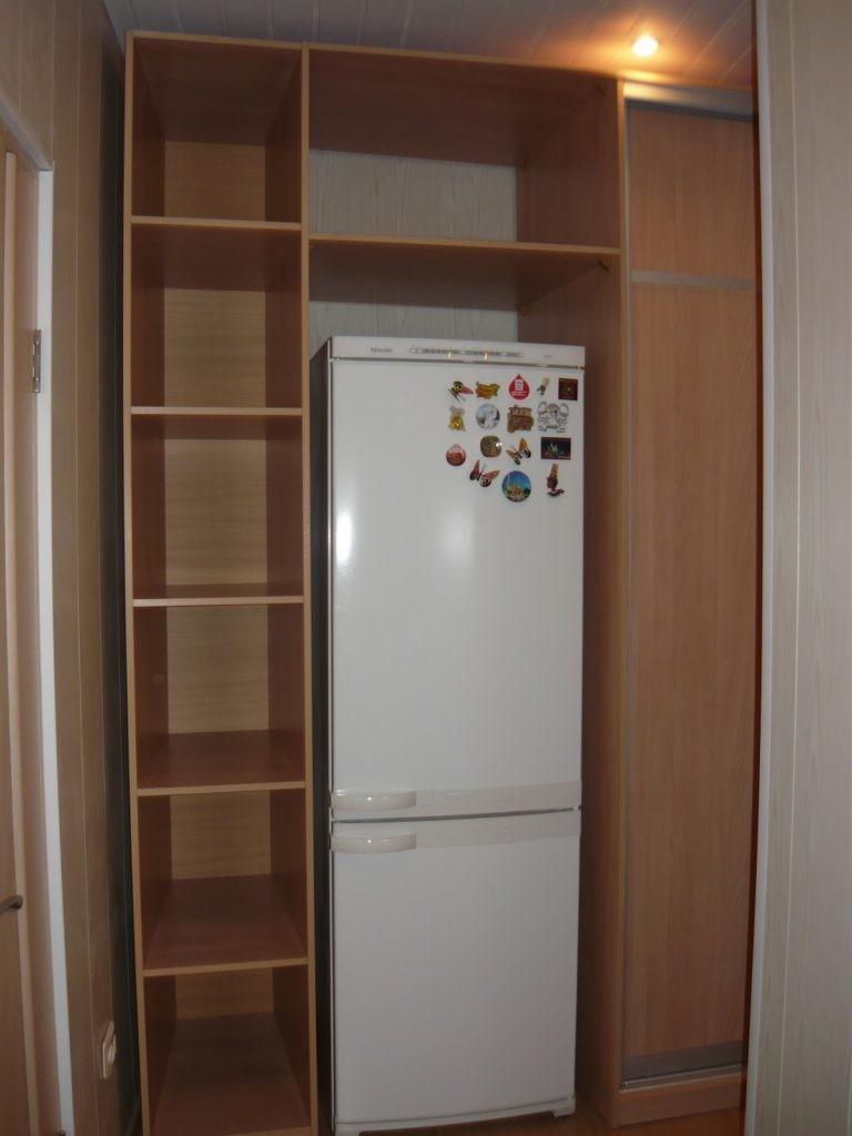 Мебель в прихожую с местом под холодильник