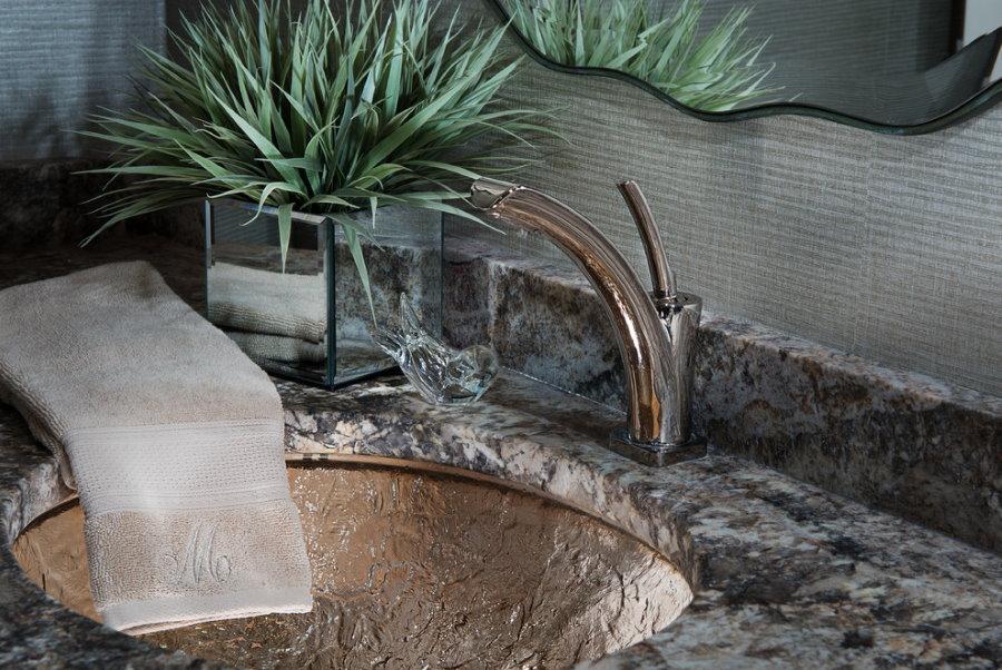 Каменная раковина в ванной комнате 5,5 кв м