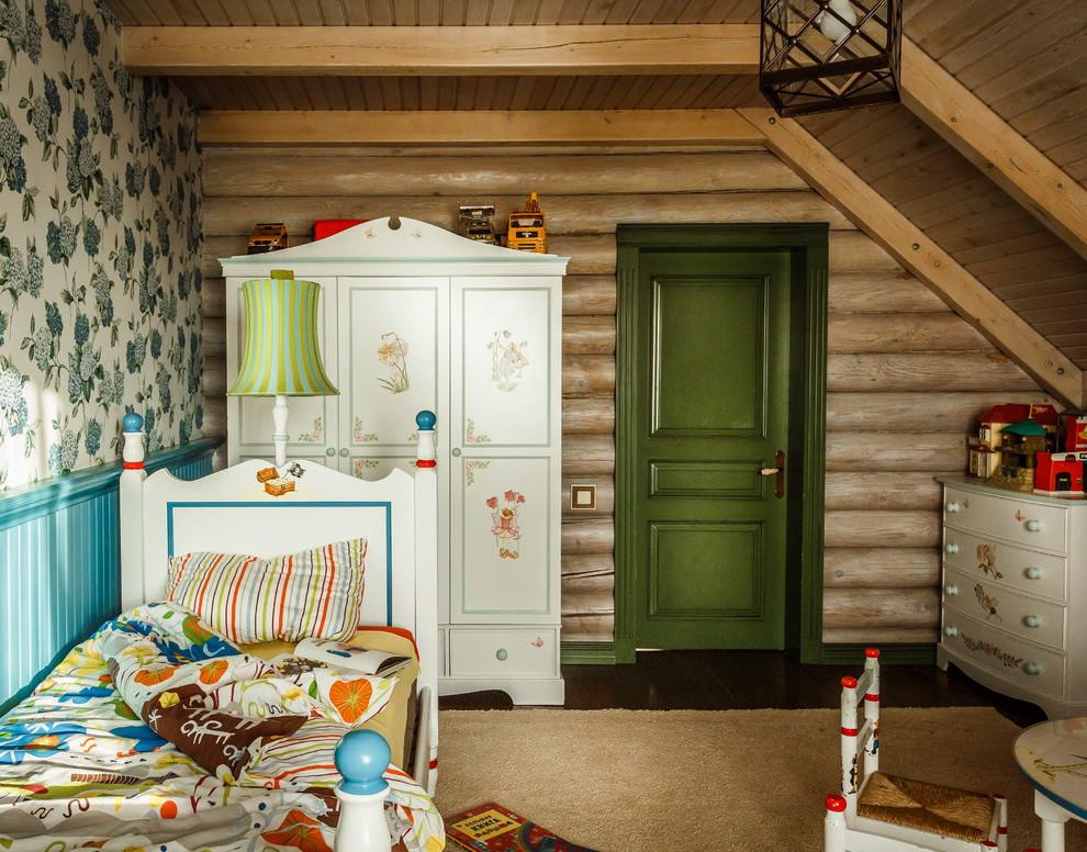 Кантри в оформление детской комнаты на чердаке