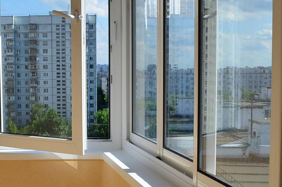 Комбинированное остекление балкона в панельном доме