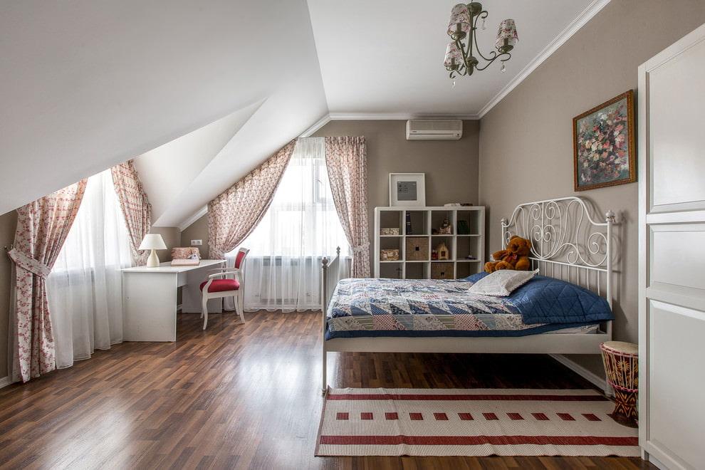 Комфортная комната для девочки-подростка
