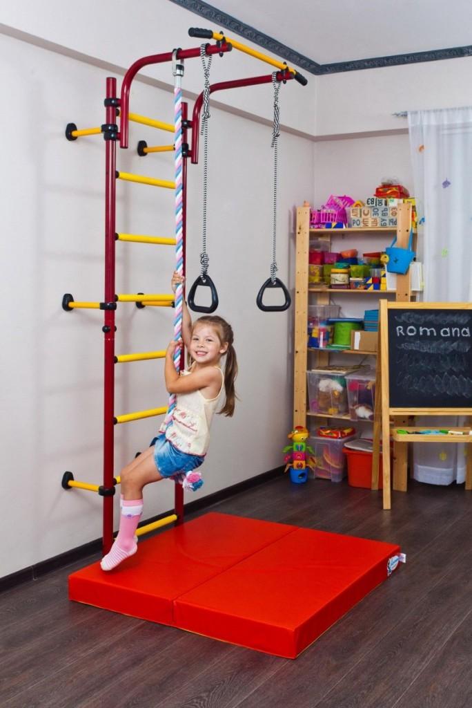 Спортивная стенка в комнате девочки дошкольного возраста