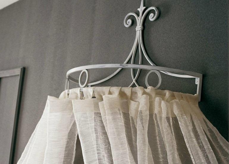 Закрепление балдахина с помощью ленточных подвязок