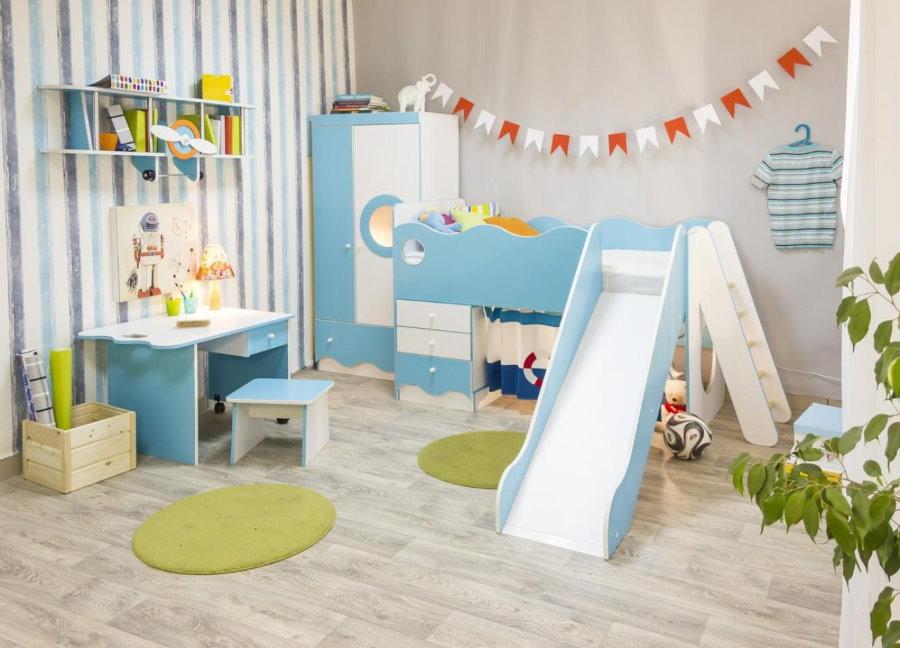 Детская кровать с горкой в комплекте модульной мебели