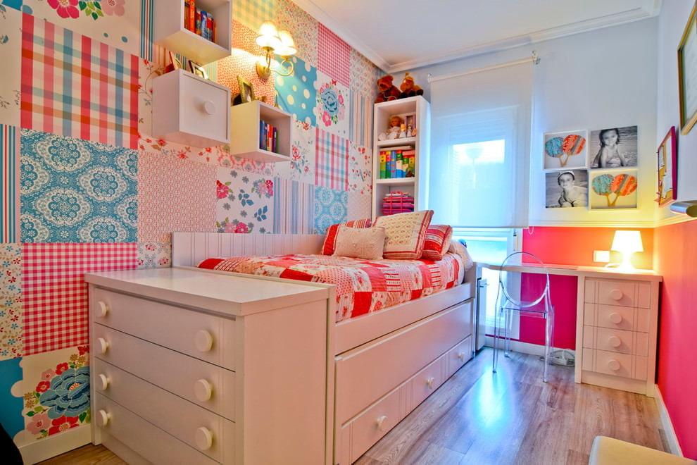 Модульная мебель в комнате девочки