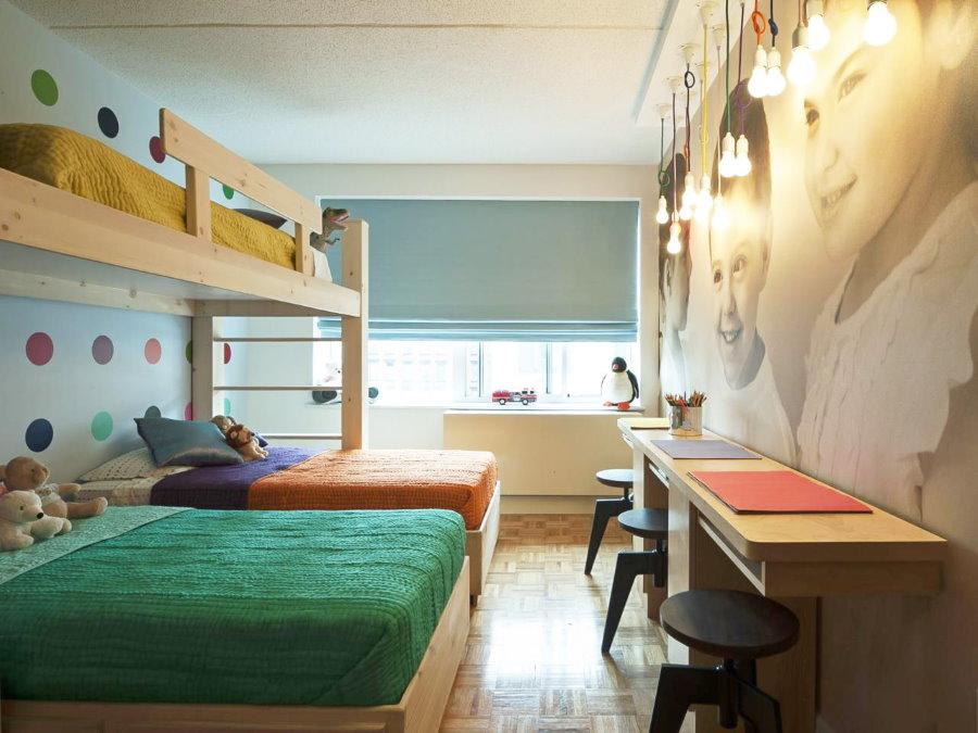 Одеяла разного цвета на кроватях разнополых детей