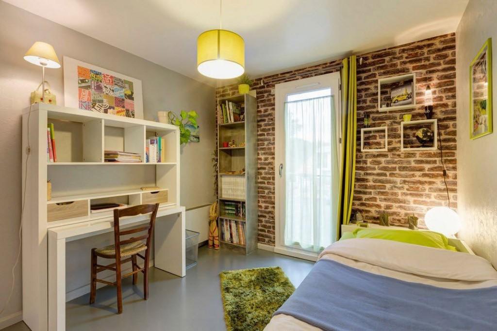 Детская комната в стиле лофт с кирпичными обоями