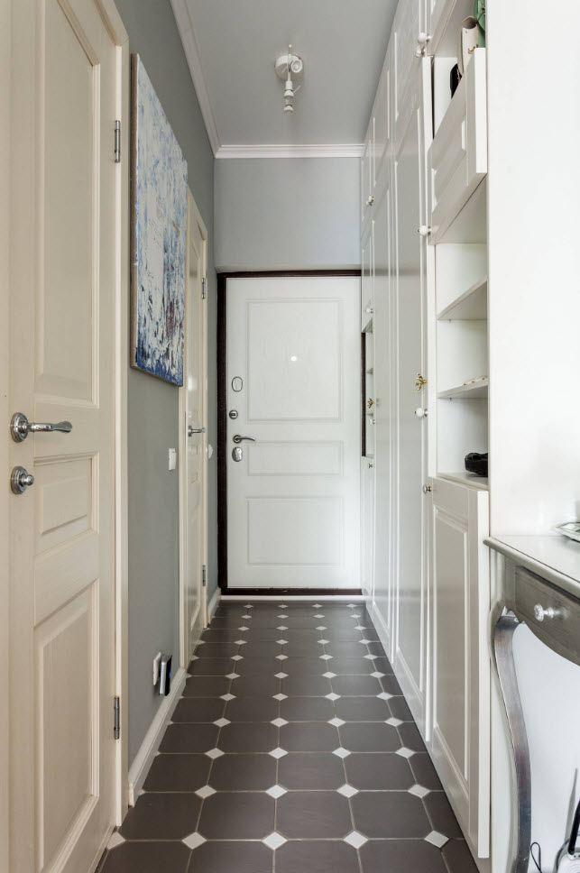 Меблировка узкого коридора в стиле классика
