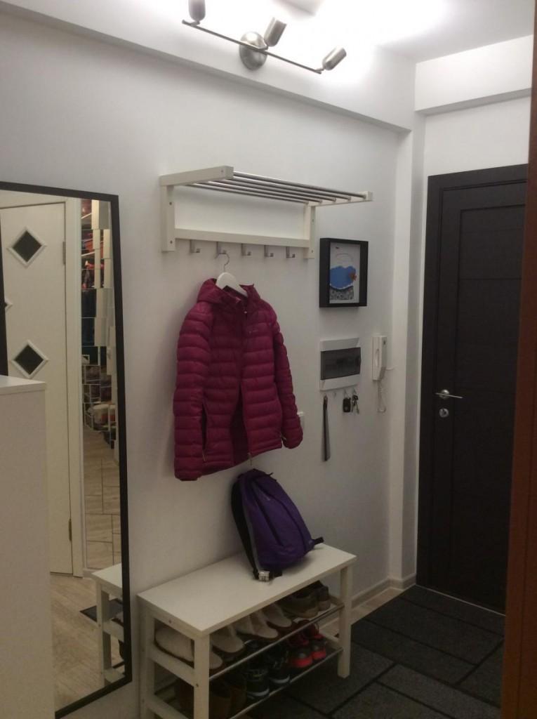 Минимальная меблировка прихожей в небольшой квартире
