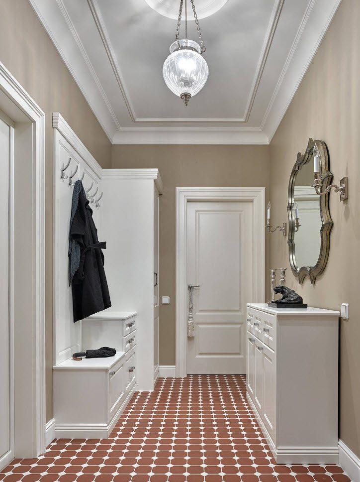 Шахматная расстановка мебели в маленьком коридоре