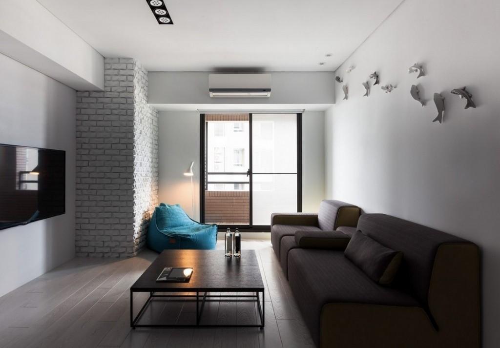 Два раскладных дивана в комнате с белыми стенами