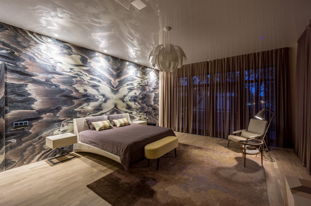 Натяжной потолок в спальне современного стиля