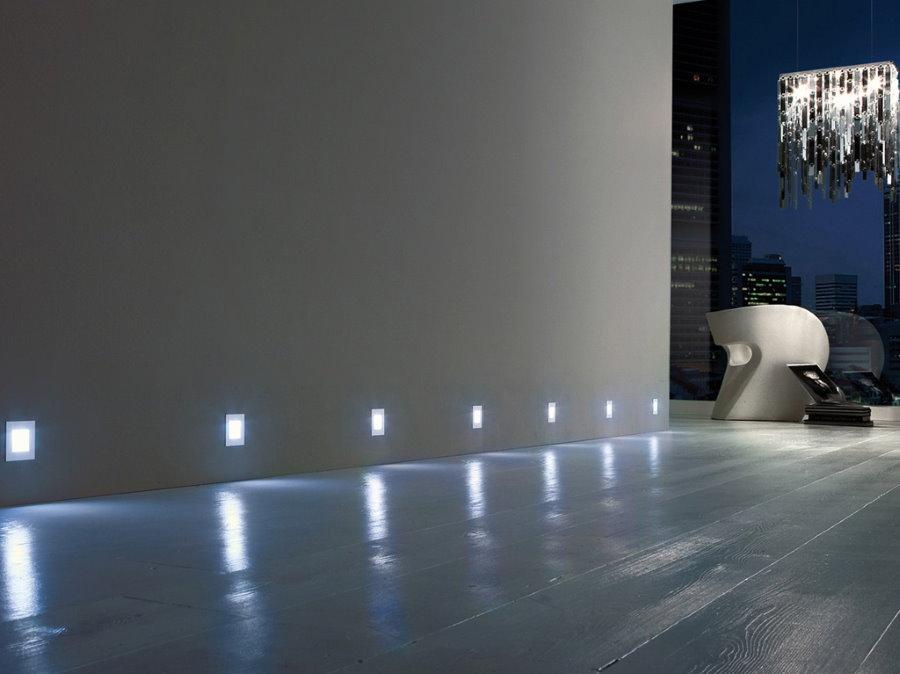 Пример декоративной подсветки в коридоре
