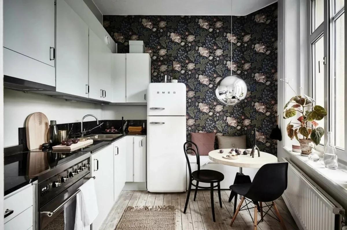 тёмные обои на маленькую кухню