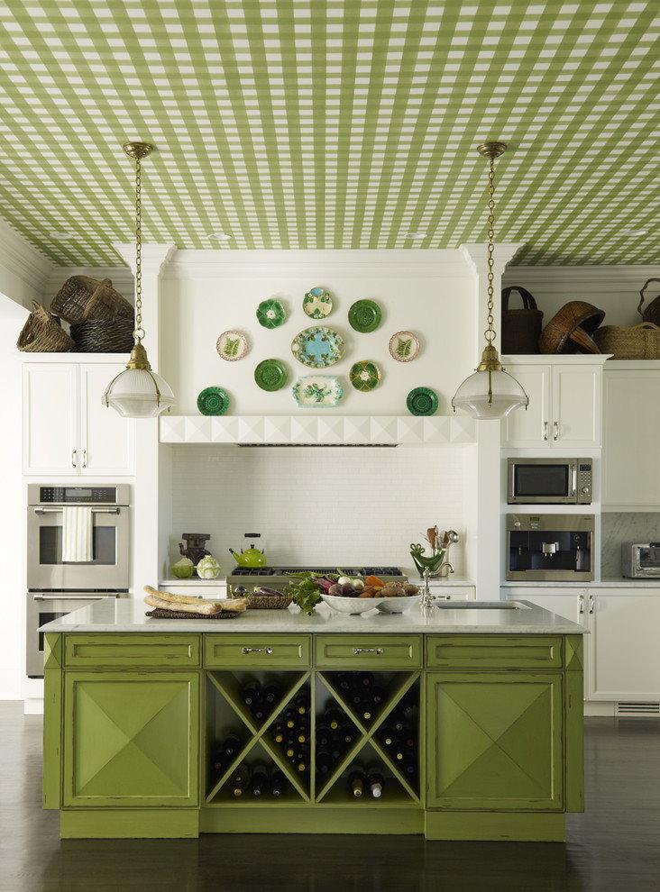 Оби в клетку на потолке кухни в стиле кантри