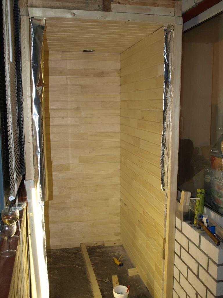 Сосновая вагонка в качестве отделки стен балконной сауны
