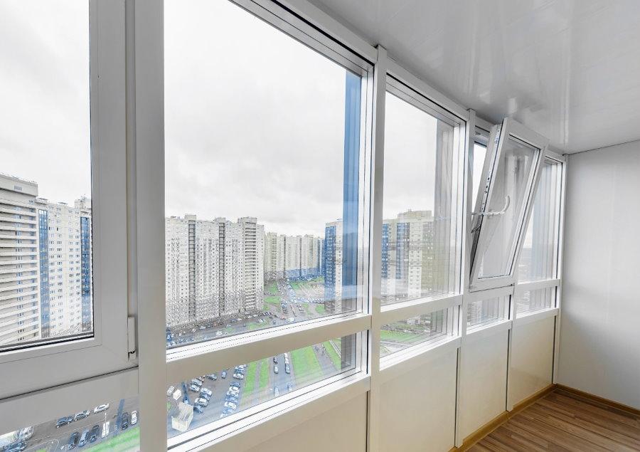 Тройные стеклопакеты на утепленном балконе