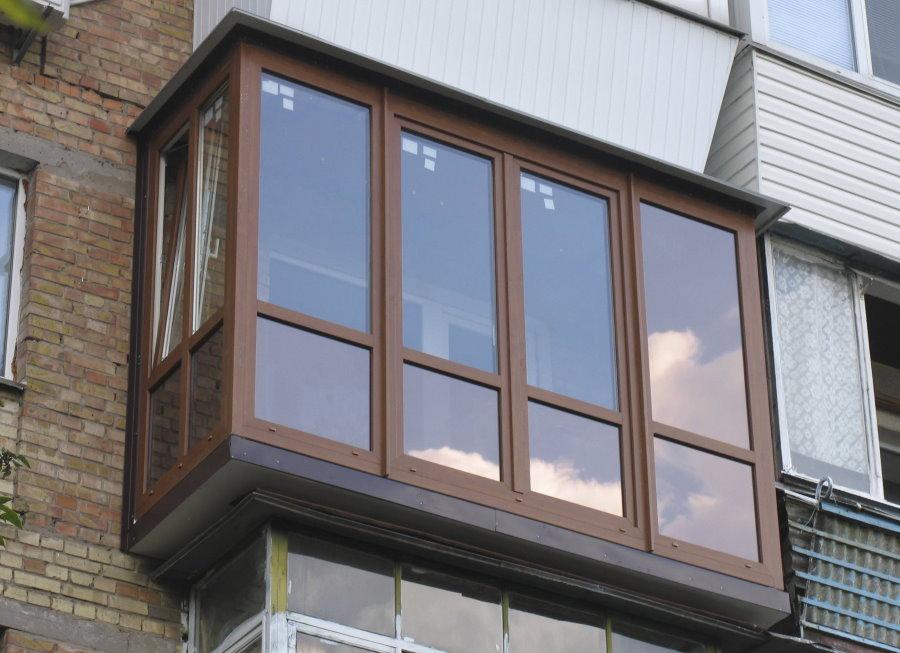 Французское остекление балкона в кирпичном доме