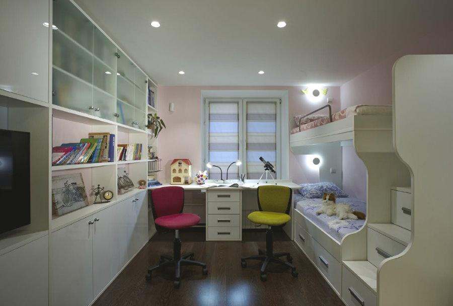 П-образная меблировка детской комнаты