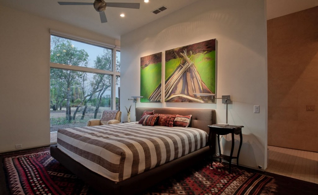 Модульная картина на перегородке в спальной комнате