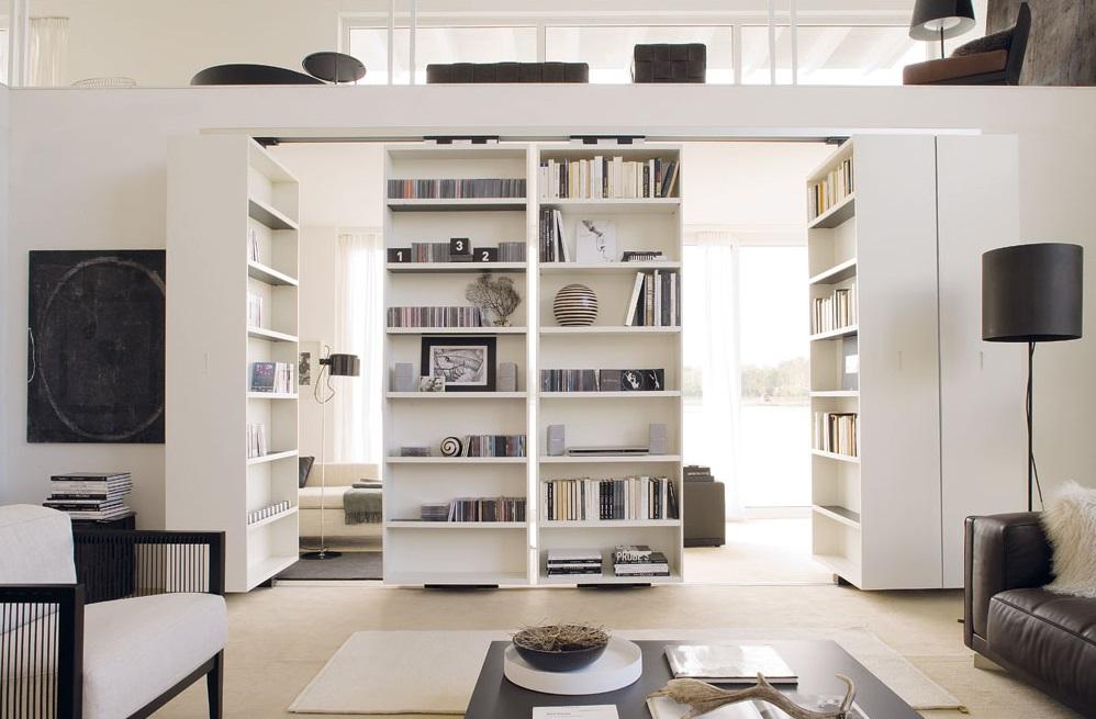 Функциональная перегородка из стеллажей для книг