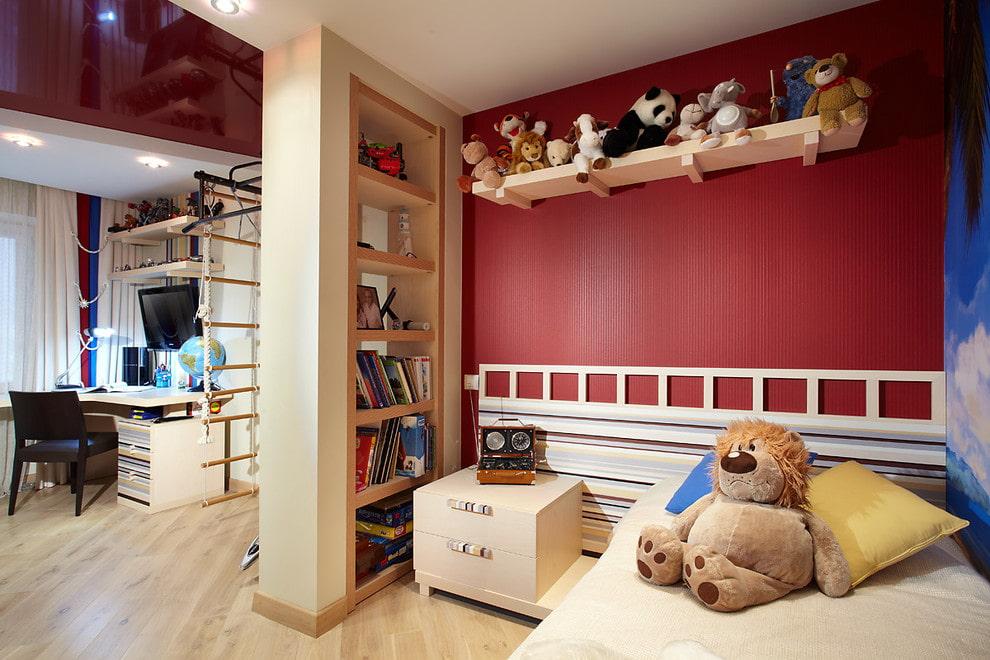 Перегородка с полками в детской комнате