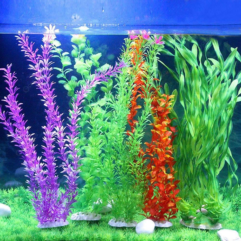 Декоративные растения из пластика в домашнем аквариуме