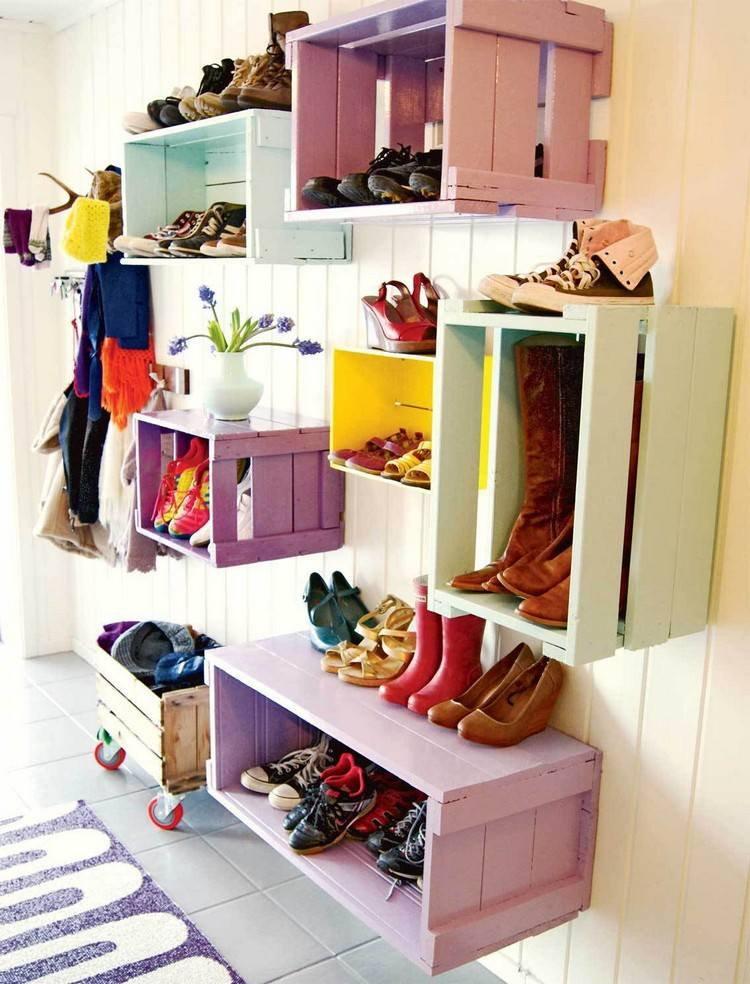 Самодельные полки из ящиков для обуви в прихожей