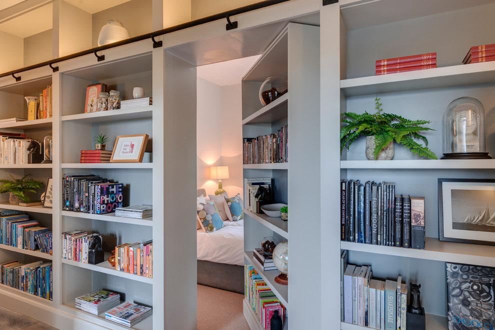 Поворотный шкаф с полками для хранения книг