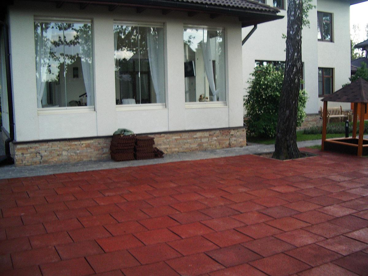 резиновая плитка для двора
