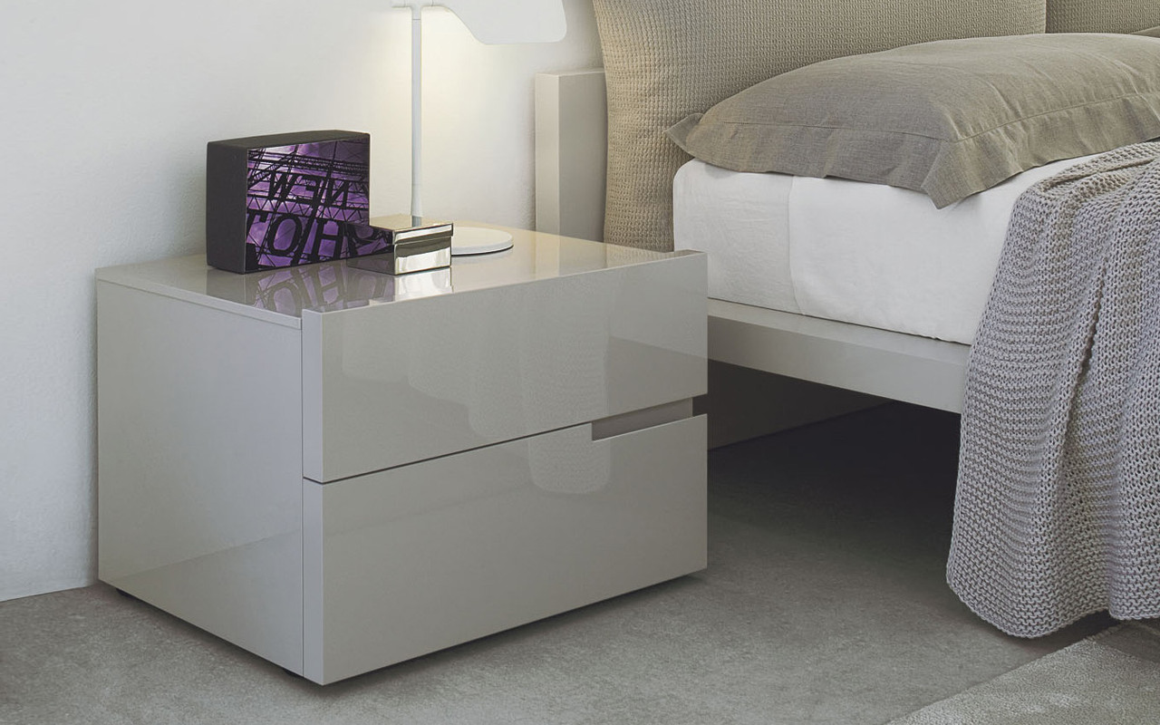 прикроватные тумбы для спальни квадратные