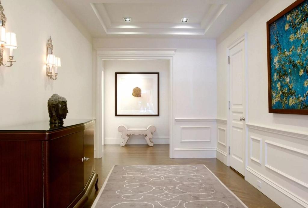 фото отделки декоративным плинтусом на стене эрмитаже полным ходом
