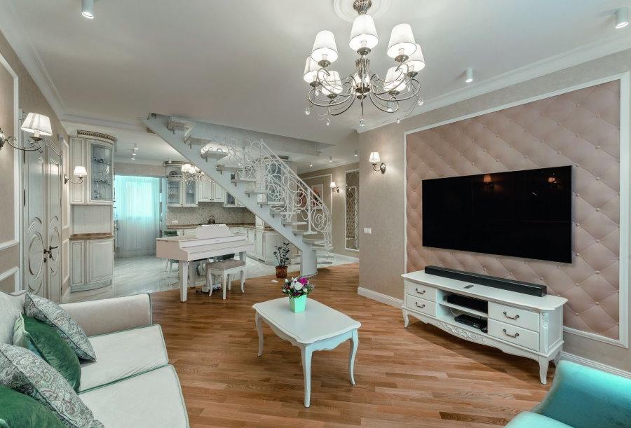Зона отдыха в двухэтажной квартире стиля прованс
