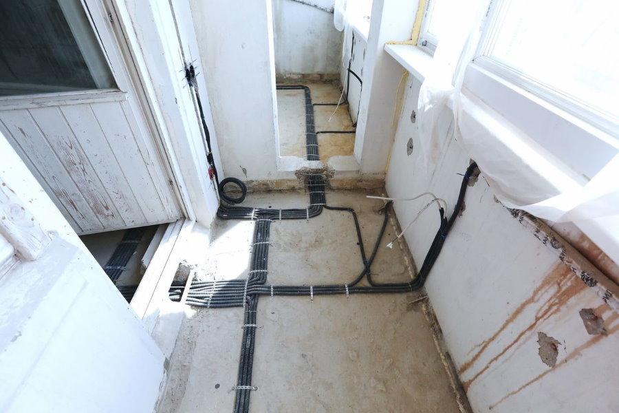 Прокладка электропроводки перед присоединением балкона к комнате
