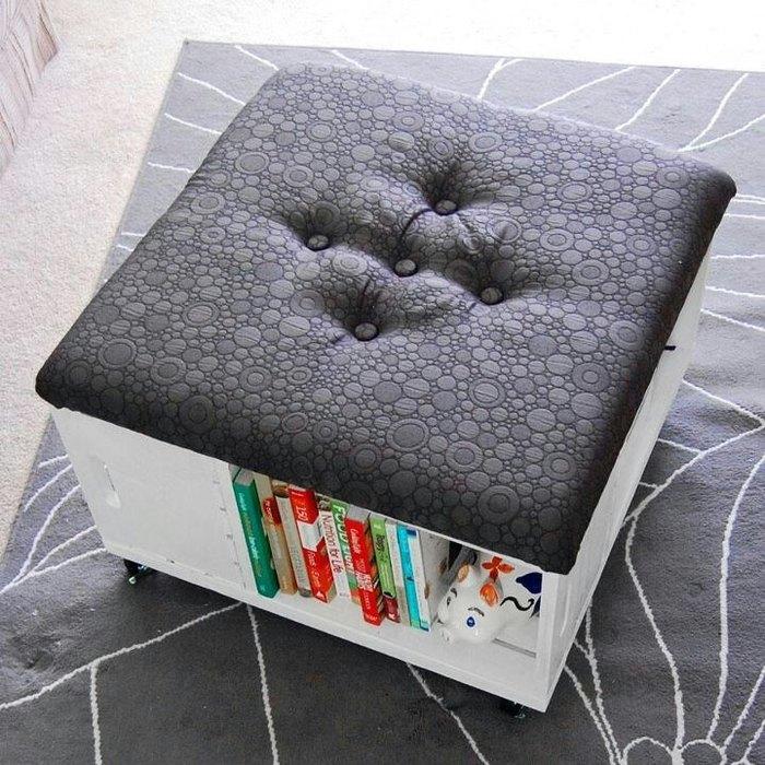 Квадратный пуф-кнегт с местом для хранения книг