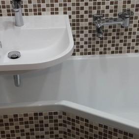 раковина над ванной дизайн фото