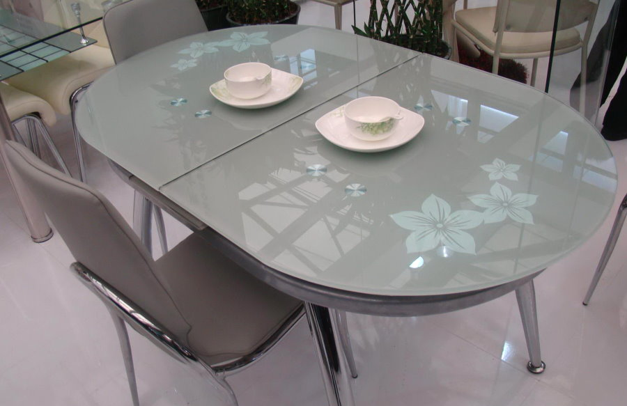 Кухонный раскладной стол со стеклянной столешницей