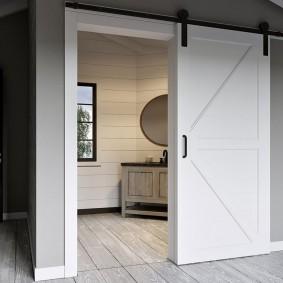 Одностворчатая сдвижная дверь накладного типа