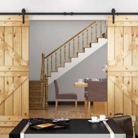 Оформление дверного проема деревянными дверями