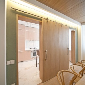 Раздвижные двери из листового материала