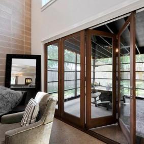 Складные двери в интерьере частного дома