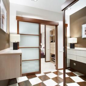 Шахматная укладка плитки в ванной комнате