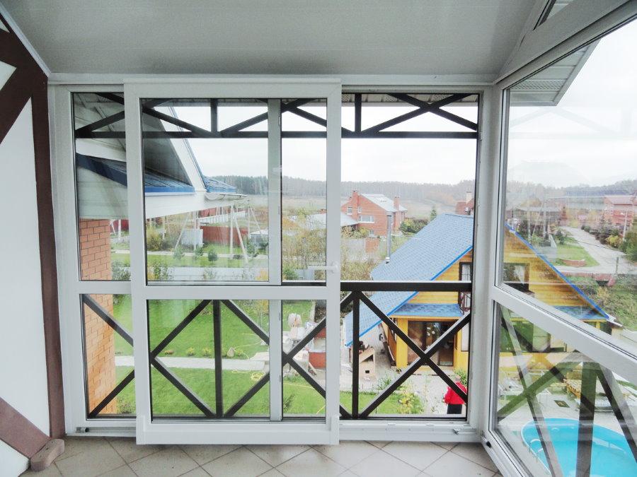 Раздвижные алюминиевые створки во всю высоту балкона